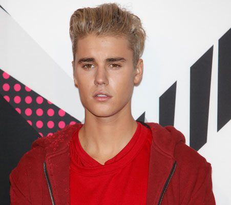 Is justin bieber dating anyone 2015