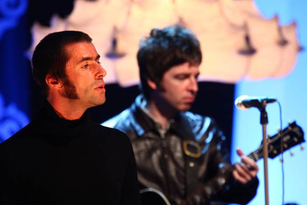 Liam Gallagher suggests marriage after drowning sorrows at the pub