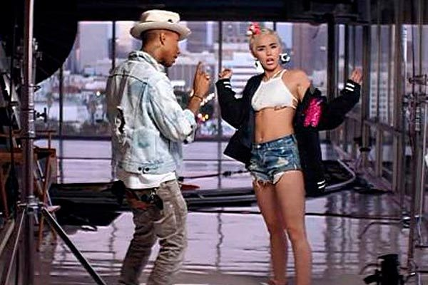 Miley Cyrus joins Pharrell Williams on the set for Come Get It Bae