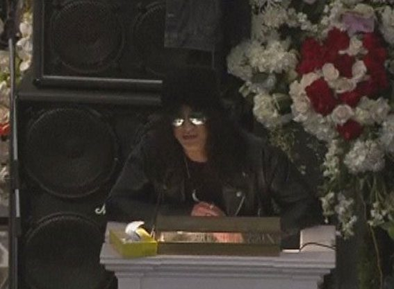 Slash was among the stars to pay tribute to Lemmy