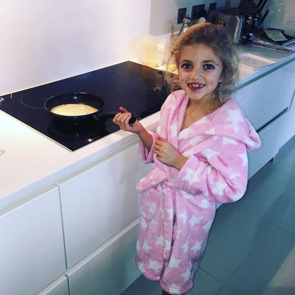 Peter Andre posted a picture of Princess making him pancakes