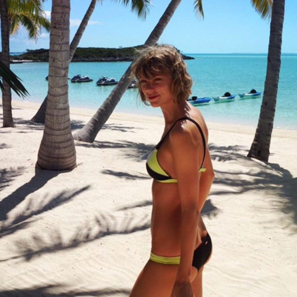 Taylor Swift gives us body goals in a Victoria's Secret bikini