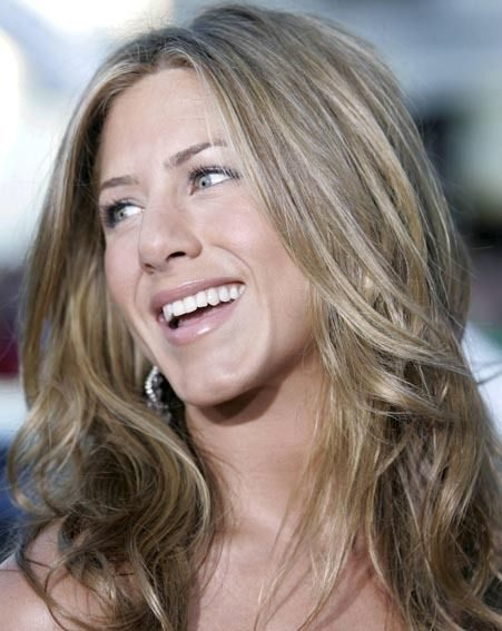 Jennifer Aniston will meet Angelina Jolie and her ex-husband Brad.