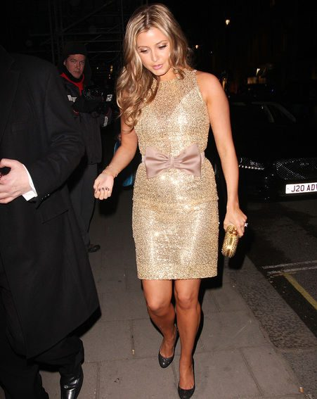 Holly Valance shows off her ring