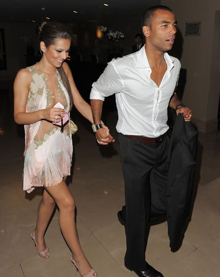 Cheryl Cole is apparently STILL hoping to reconcile with Ashley Cole
