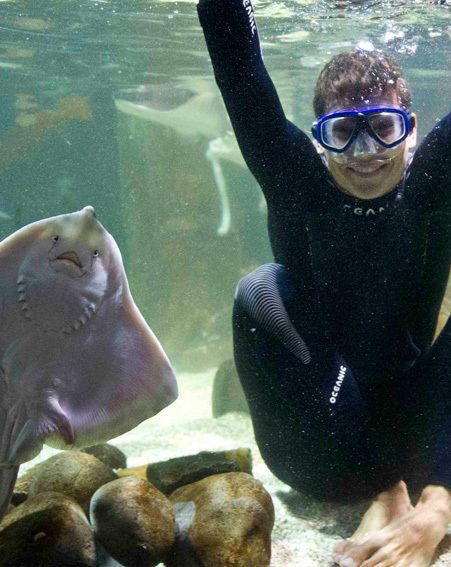 Joey Essex posed with the sting ray at Alton Towers