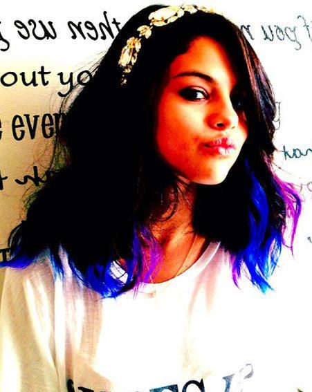 Selena Gomez has dyed the ends of her hair purple