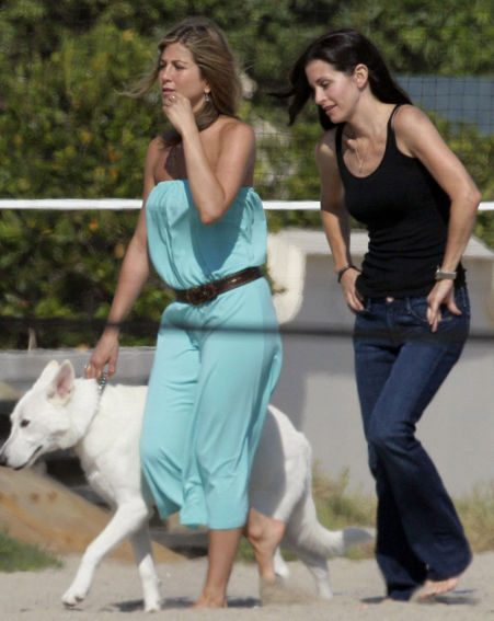 The couple spent time with Jen's best friend Courteney Cox