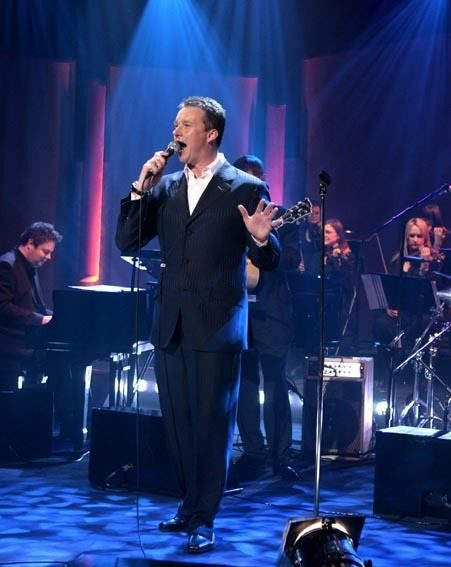 The star sang live on Parkinson in 2007 just before his operation