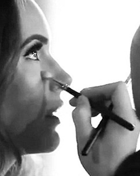 Adele's make-up artist, Michael Ashton, at work