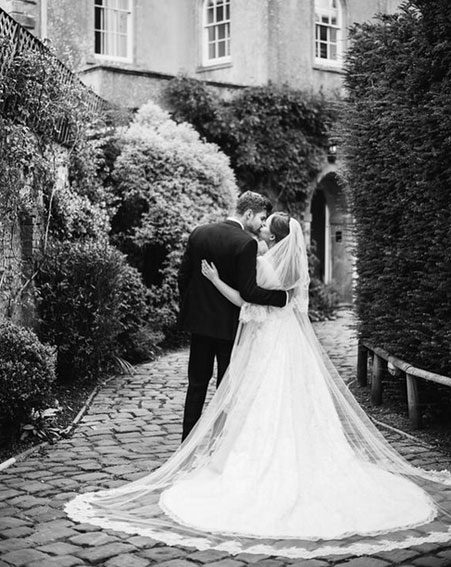 Tanya Burr and Jim Chapman are officially a married couple