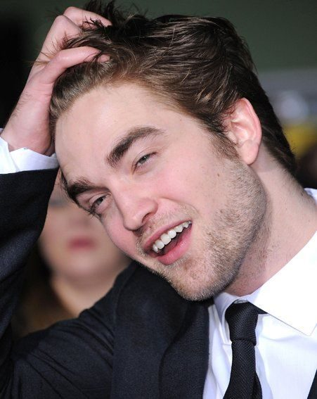 New Moon: But Robert Pattinson still insists he is single
