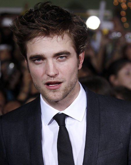 New Moon: Robert Pattinson says he is not dating Kristen Stewart