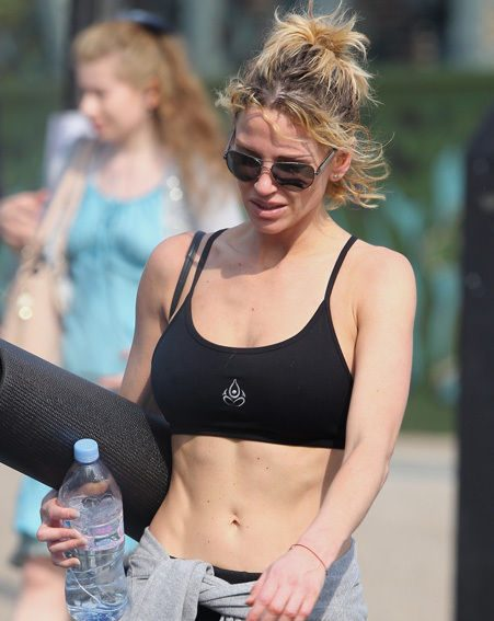 Sarah Harding looks amazingly toned as she strolls home