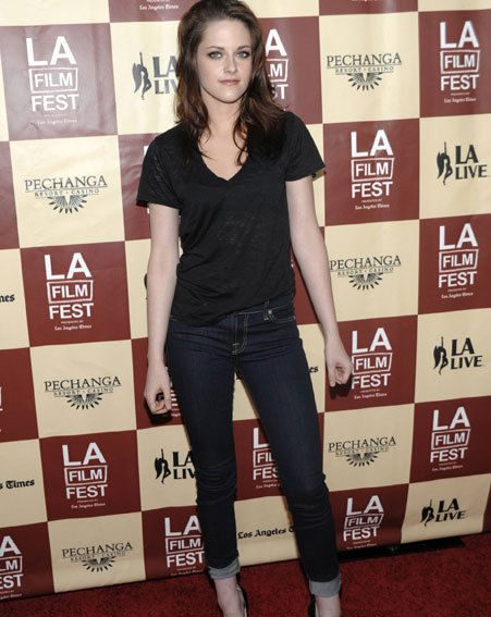 Twilight's Kristen Stewart was looking gorgeous in jeans and a simple black t-shirt
