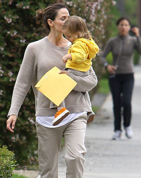Jennifer Garner headed out with daughter Seraphina in LA yesterday (Pics: wenn.com)
