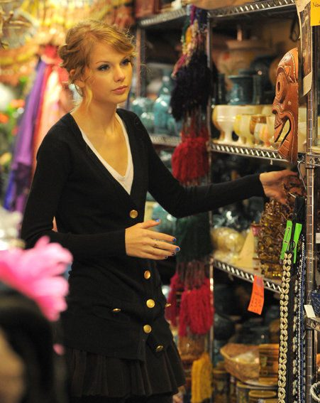 Taylor Swift says she wants to do all her shopping in London (Pics: wenn.com)