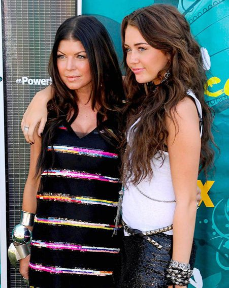 Fergie with Miley Cyrus at the Teen Choice Awards