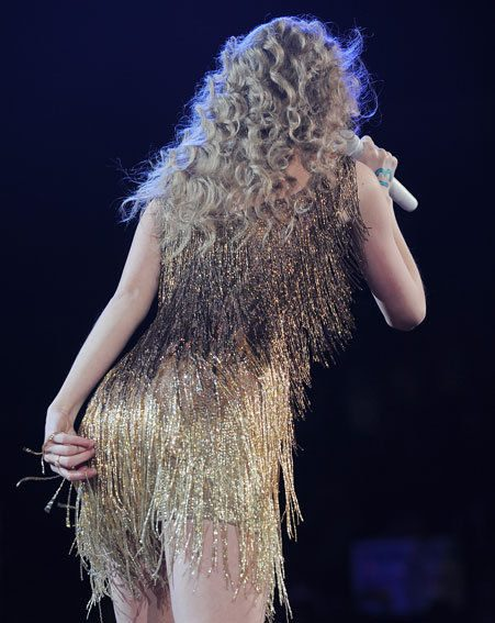 Taylor Swift sorts her wedgie out on stage in Ohio