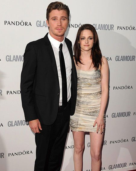Kristen was presenting the Man of the Year Award to her On The Road co-star Garrett Hedlund