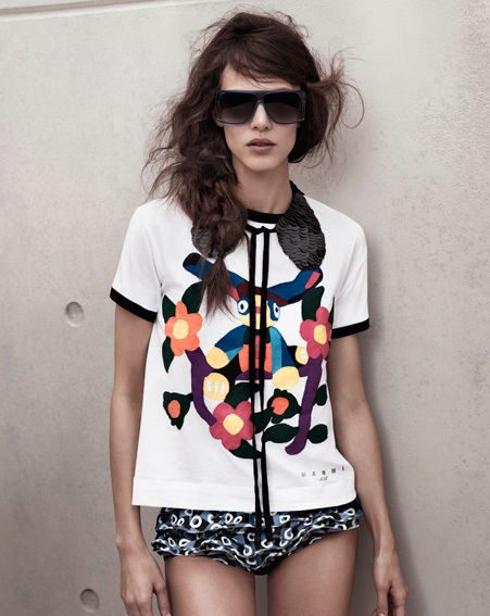 We love this gorgeous tee with sequin collar