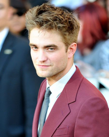 Robert Pattinson commands female attention wherever he goes