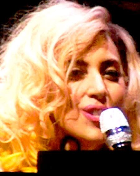 Lady Gaga drove the Minesotta crowd wild by singing Living On The Radio