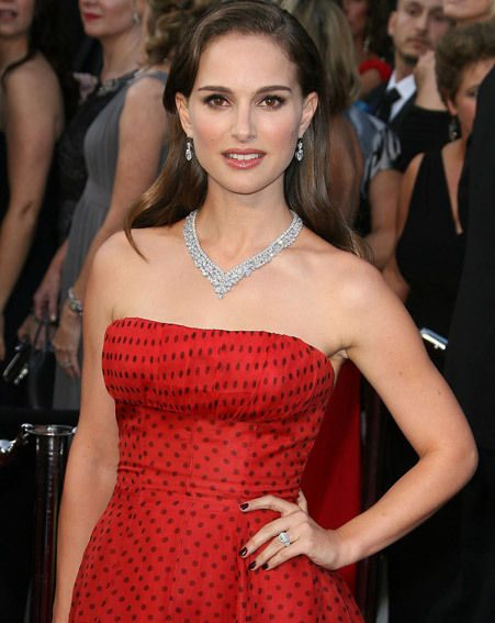 Natalie Portman wearing a sparkly ring on her wedding finger at the Oscars 2012