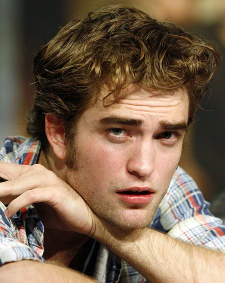 Robert Pattinson says it's important to keep secrets with your girlfriend or boyfriend