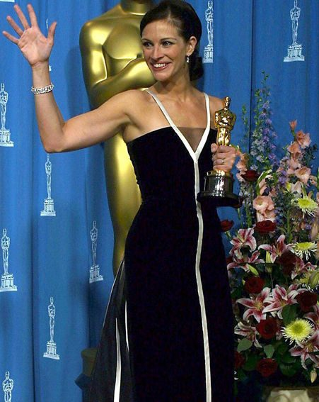 Julia Roberts looking stunning in her black and white vintage Valentino dress