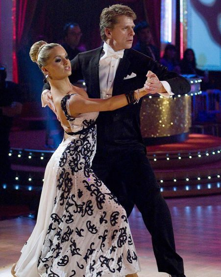 Ola and Andrew keep dancing, despite broken toes