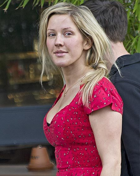 Ellie Goulding looked confident despite going bare