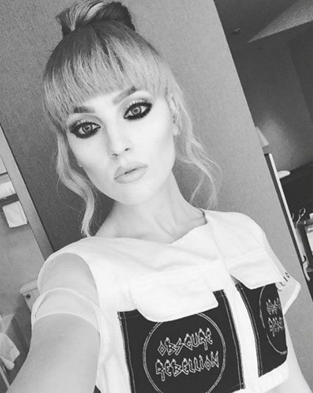 Perrie Edwards showcased her full fringe with a selfie all the way from Japan