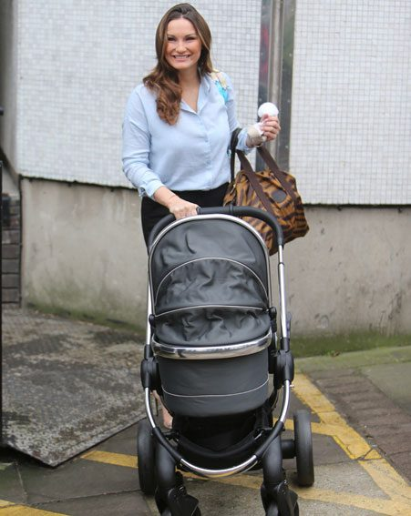 Sam Faiers reveals she's on a beach body mission just weeks after giving birth