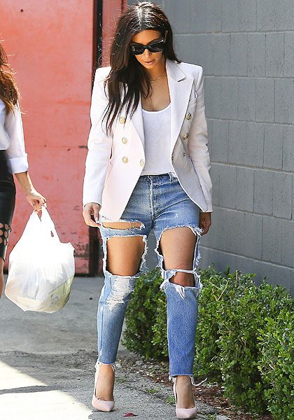 Kanye Wests fiancée completed her look with a chic white blazer and baby pink heels