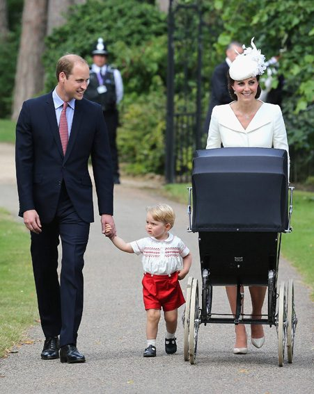 Princess Charlotte arrives at Sandringham with her parents and big brother