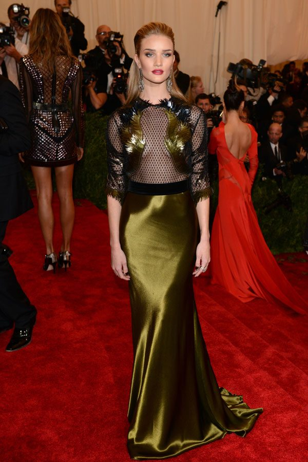 Rosie Huntington-Whiteley teamed a Gucci autumn/winter 2013-14 black and gold gown with Lorraine Schwartz jewels