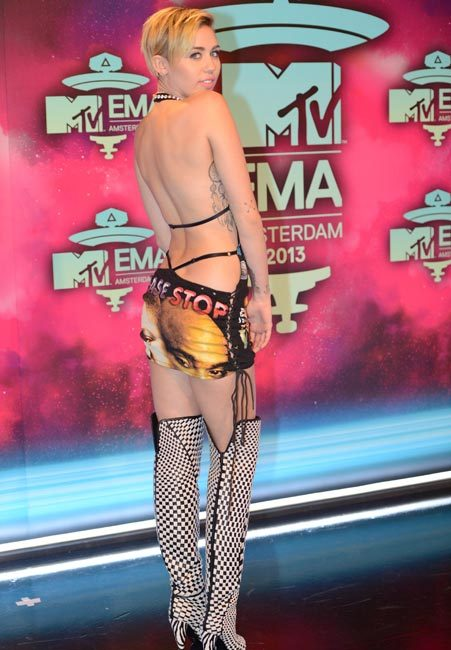 Miley Cyrus shares nude picture hours before hosting MTV