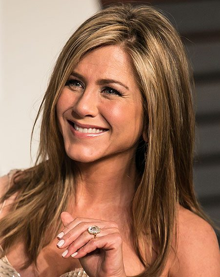 If we were Jennifer Aniston, we'd walk around with our left hand like that too