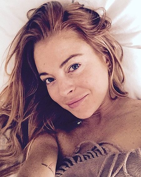 Lindsay Lohan gave fans a cheeky peek at her best au naturel look