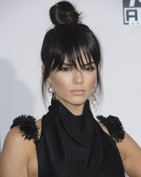 Kendall Jenner rocked the top knot on the AMA's red carpet