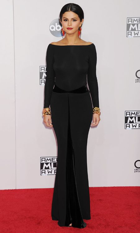 The 22-year-old oozed glamour in a black floor-length gown