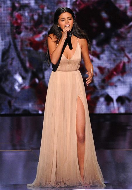 Selena put on an emotional performance at the AMAs last night