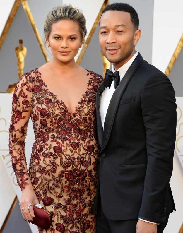 Chrissy Teigen wowed with husband John Legend on the Oscars 2016 red carpet