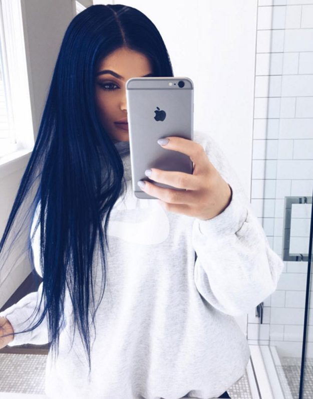 Kylie Jenner shows off her navy blue wig
